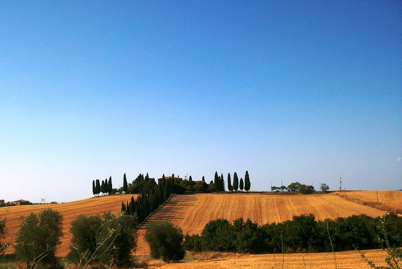tuscany landscape house free photo