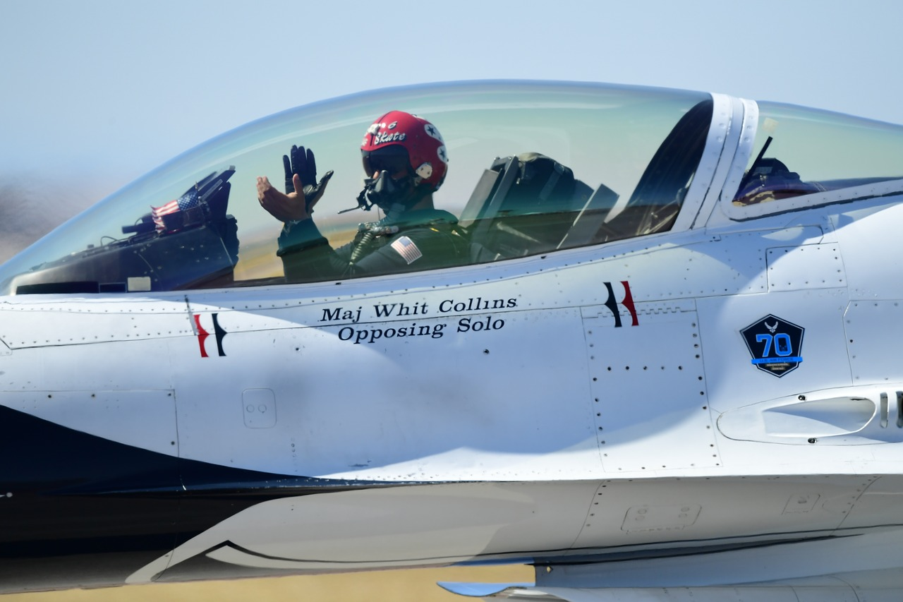 united states air force thunderbirds f-16 free photo