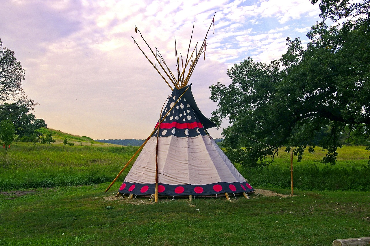 upper sioux agency teepee  teepee  tent free photo