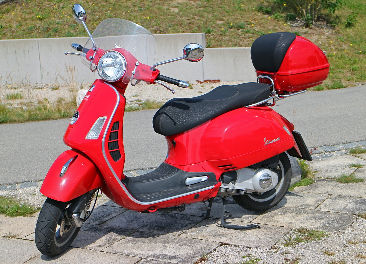 vespa,roller,motor scooter,red,flitzer,locomotion,retro,cult,mirror,handlebars,leisure,hobby,fun,free pictures, free photos, free images, royalty free, free illustrations, public domain