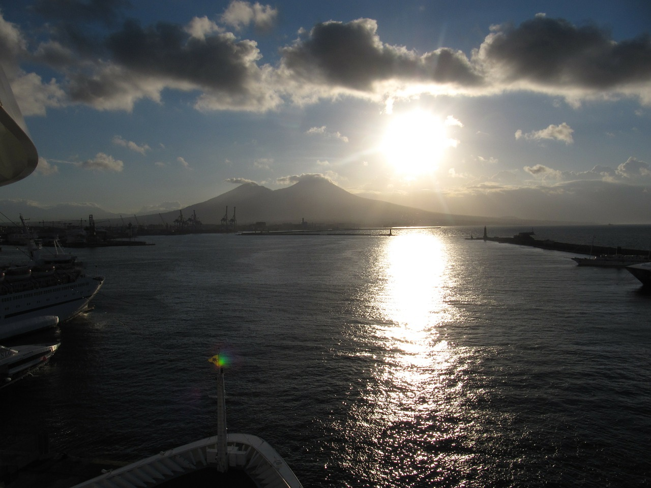 vesuvius,water,sun,view of the ship,free pictures, free photos, free images, royalty free, free illustrations, public domain