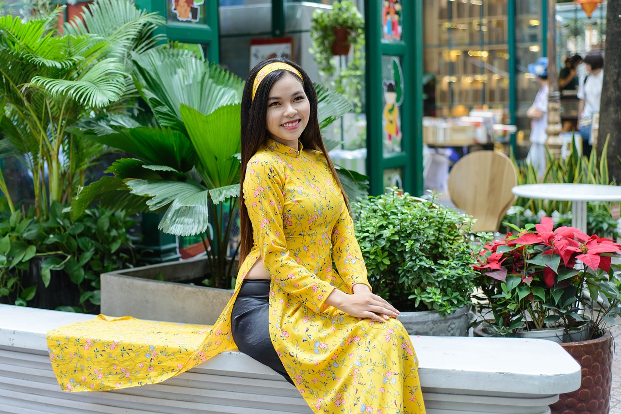 vietnam,long coat,asia,girl vietnam,women,people,beautiful eyes,yellow,the beauty,beauty,nice,love,girl,beautiful fresh,seductive,smiling,brown eyes,beautiful,girly,portrait,graceful,laugh,red lips,free pictures, free photos, free images, royalty free, free illustrations, public domain