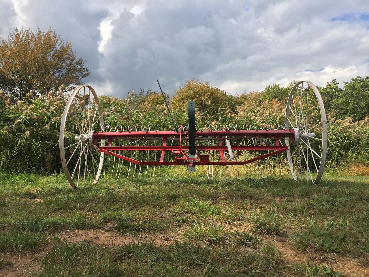Vintage farm equipment,1776,revolutionary war,war of