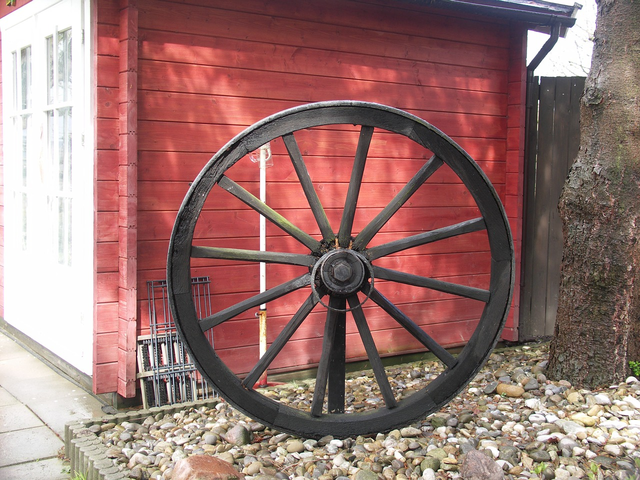 wagon wheel spokes farmhouse free photo