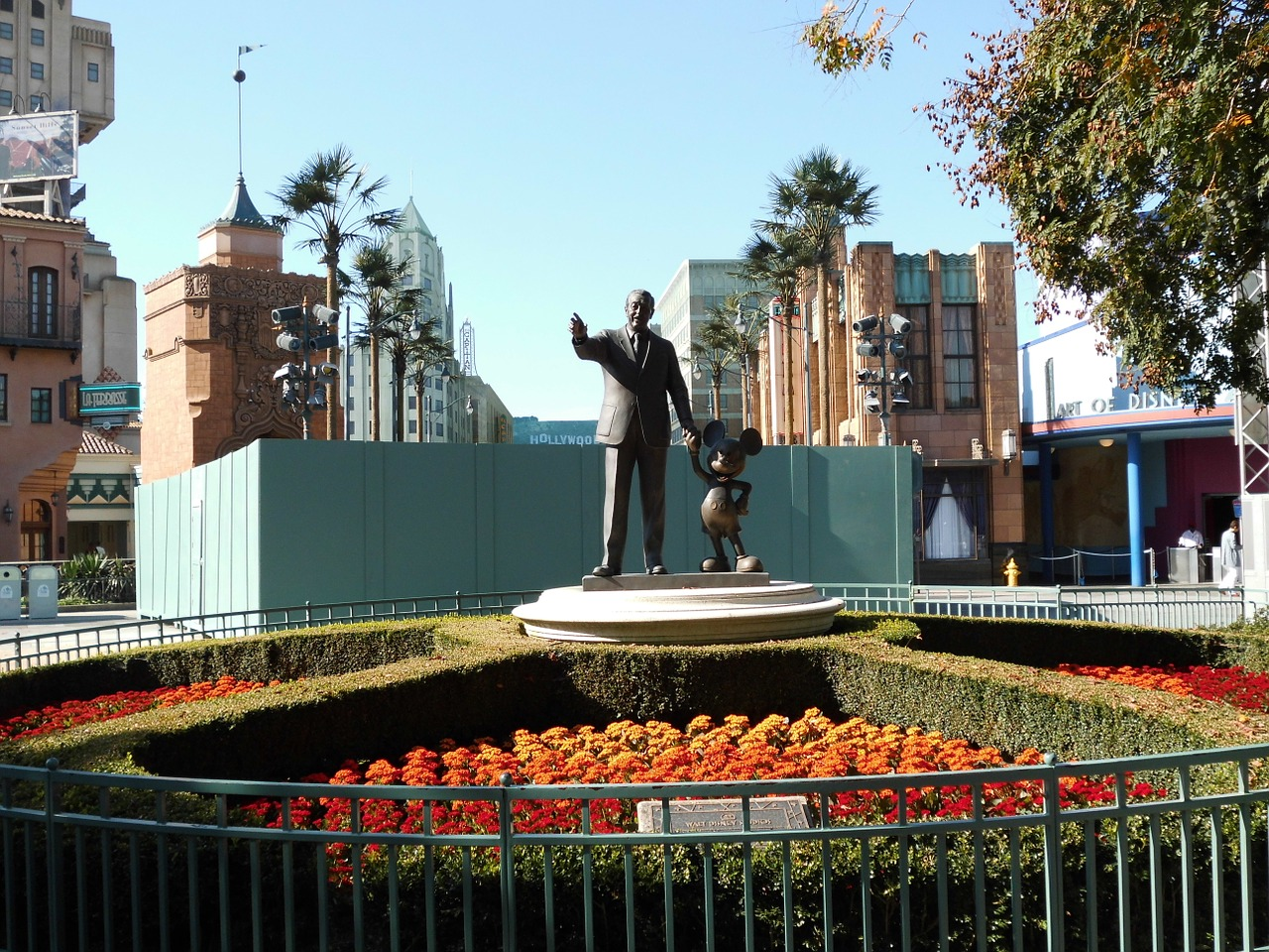 walt disney,disney,art,sculpture,disneyland,paris,france,monument,mickey mouse,free pictures, free photos, free images, royalty free, free illustrations, public domain