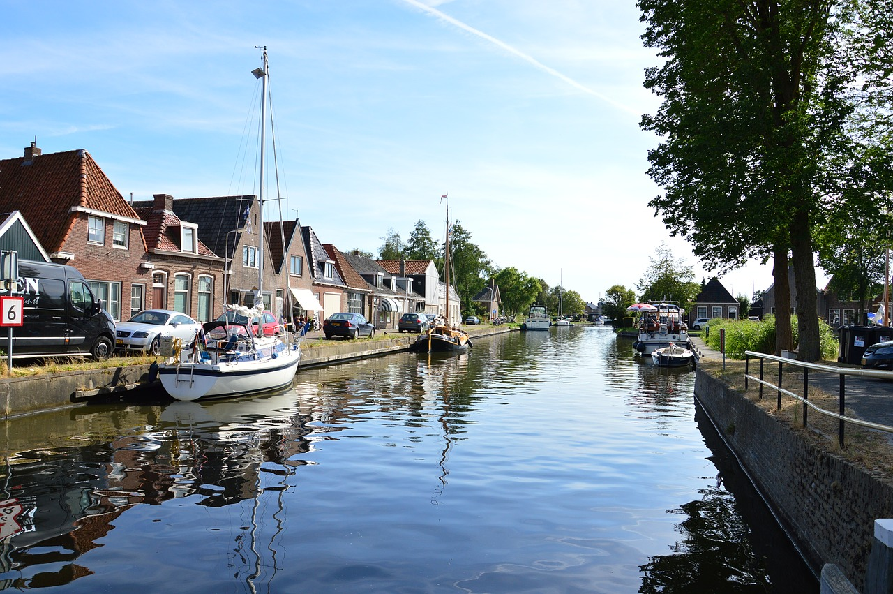 water, canal, channel, waterways, canals, holland,free pictures, free photos, free images, royalty free, free illustrations, public domain