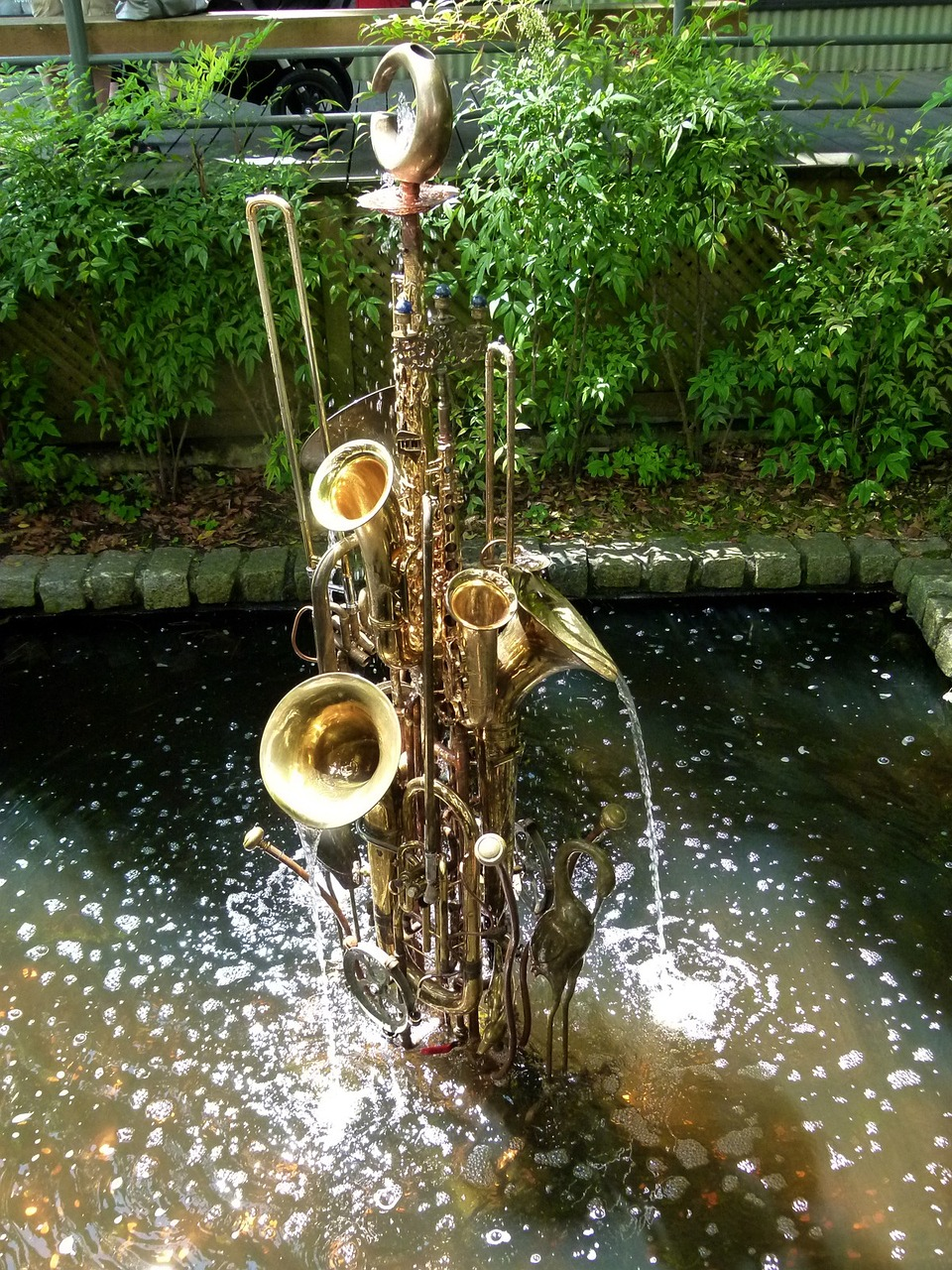 water game trumpets fountain free photo