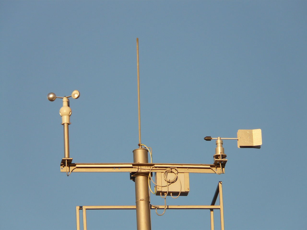 weather station anemometer weather observation free photo