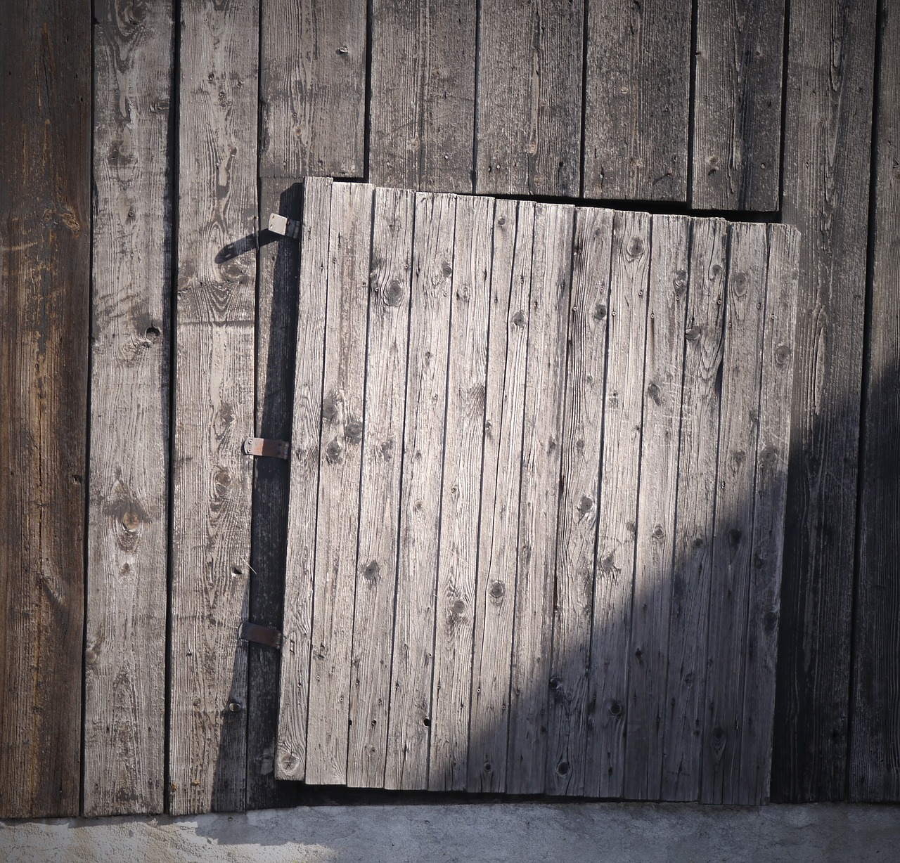 weathered wood door free photo