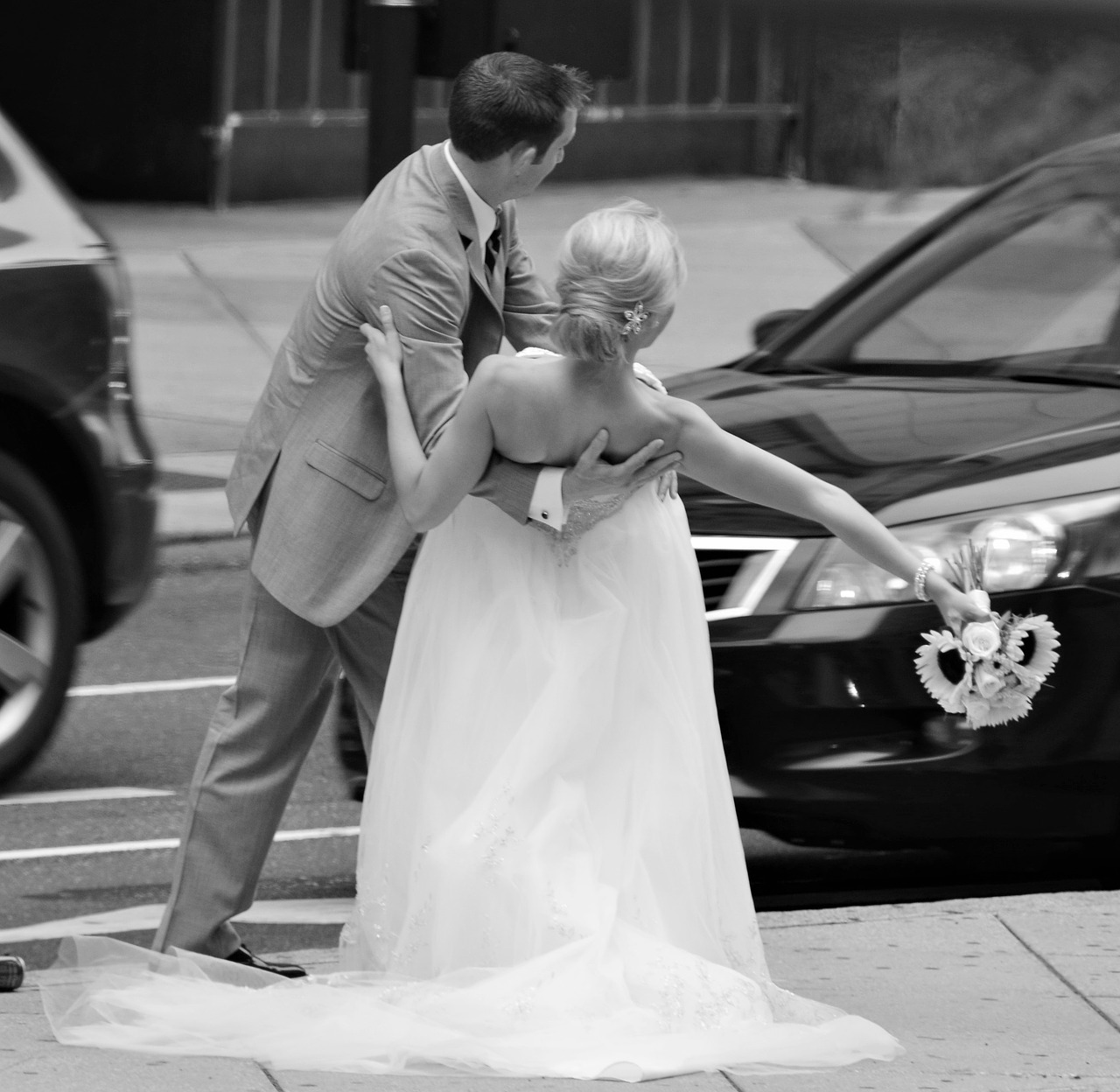 wedding,bride and groom,wedding photo,love,happiness,celebration,bouquet,commitment,white dress,in love,white,union,flowers,i love you,tenderness,couple,black and white,black and white photo,marriage in the city,free pictures, free photos, free images, royalty free, free illustrations, public domain