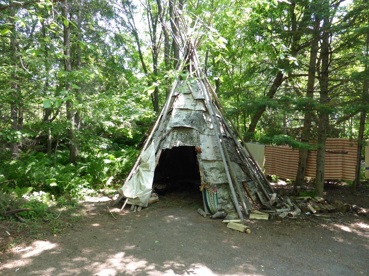 wigwam,shelter,first nations,traditional,dwelling,aboriginal,summer,historic,thunder bay,fort william,free pictures, free photos, free images, royalty free, free illustrations, public domain