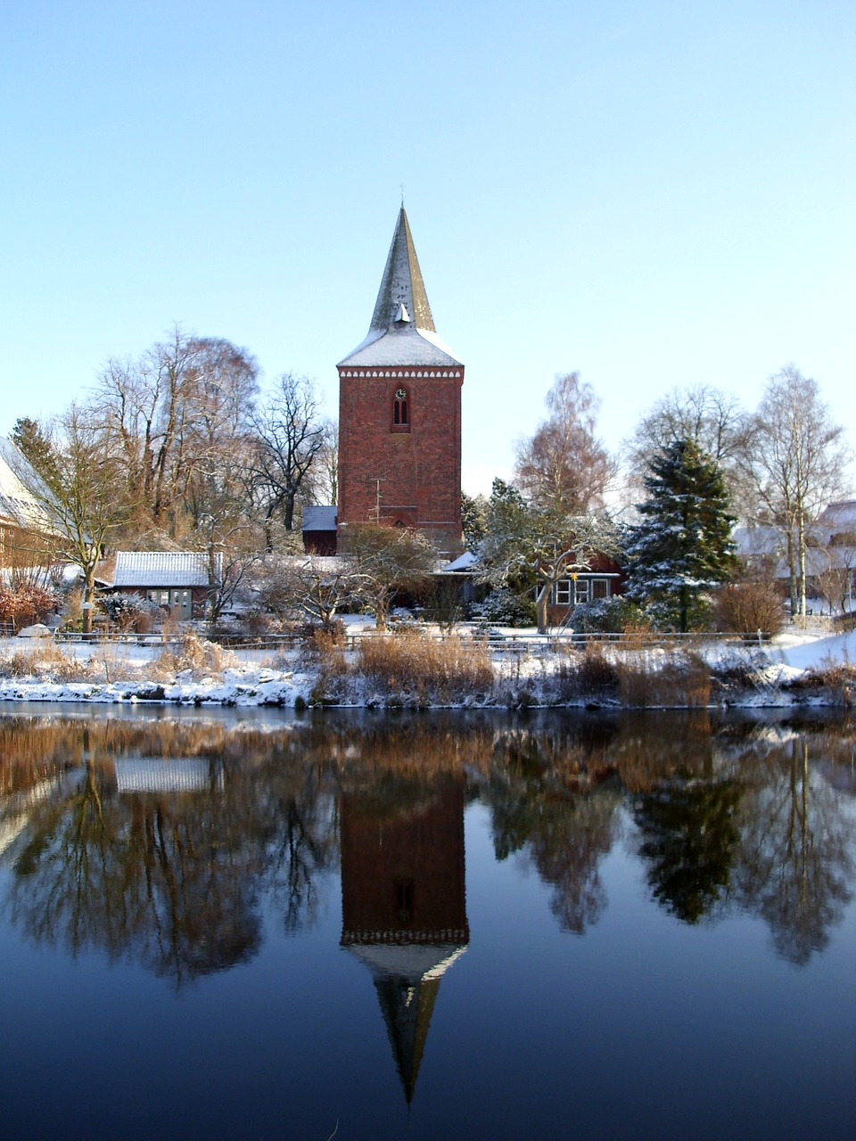winter berkenthin church free photo