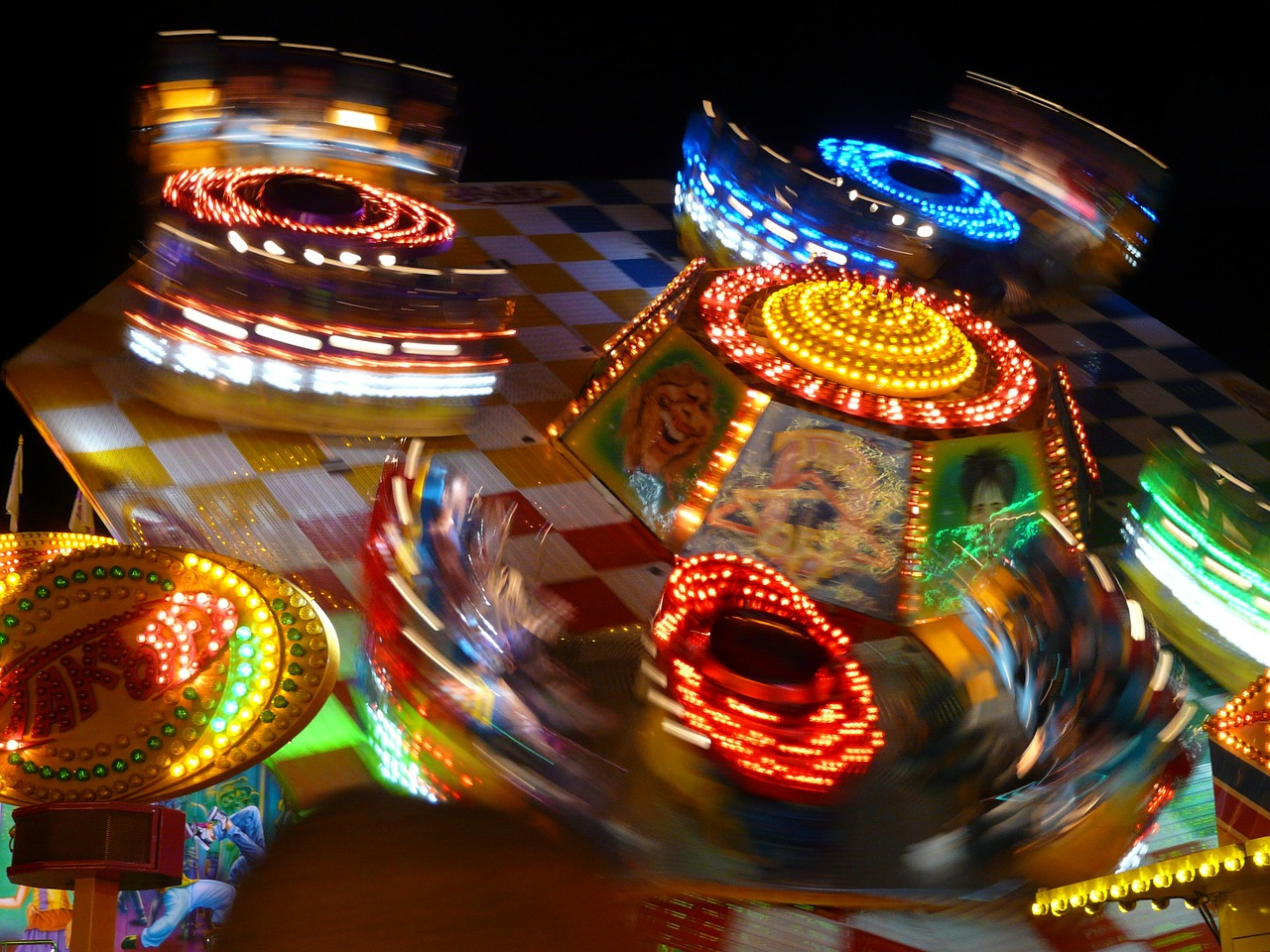 year market,fair,theme park,ride,lighting,fun,lights,energy,electricity,long exposure,movement,free pictures, free photos, free images, royalty free, free illustrations, public domain