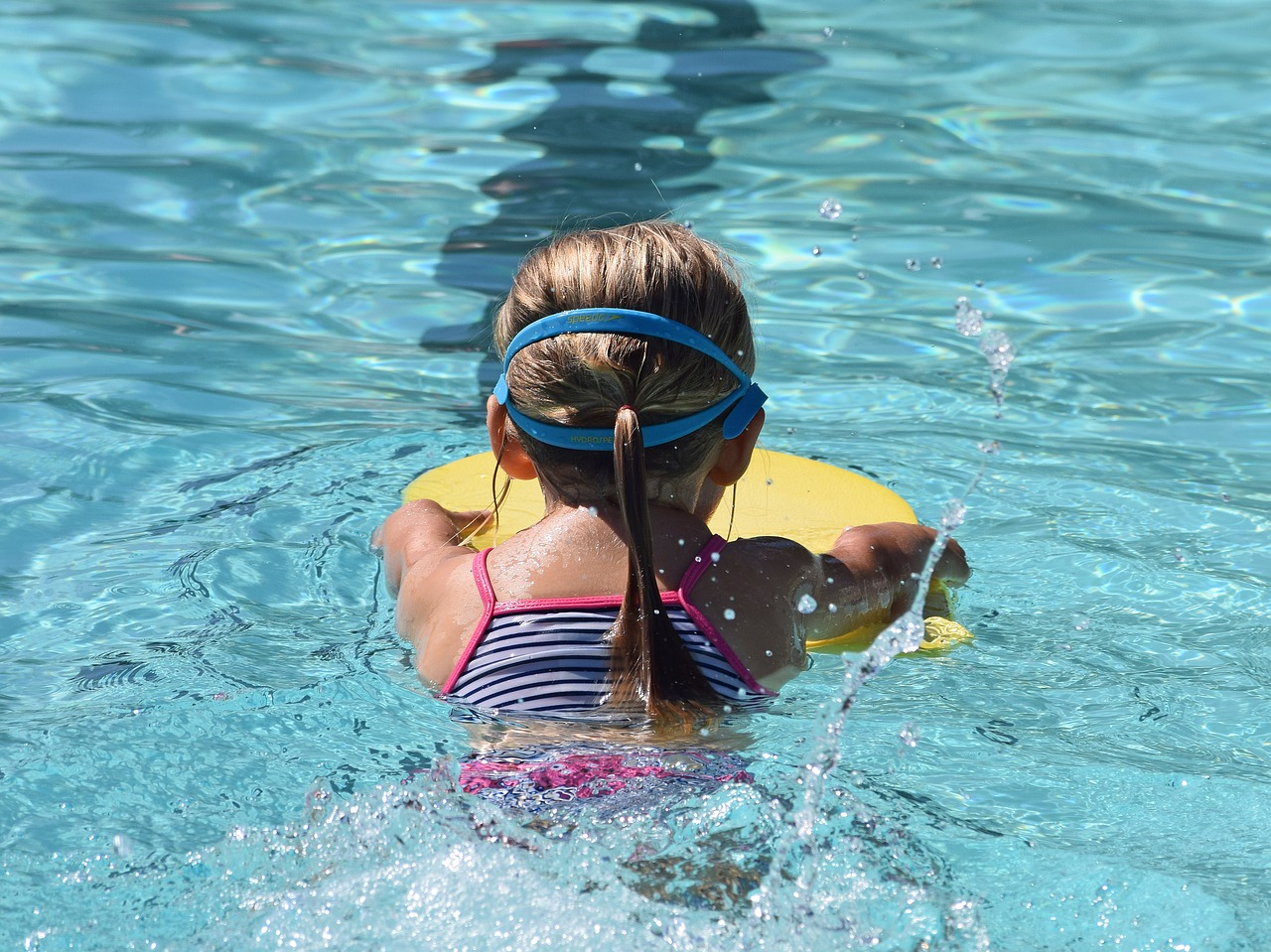 Young swimmer,child,kick board,swimming,activity - free image from needpix.com
