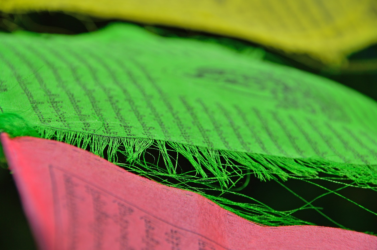 zaszlo  prayer flags-yellow  green free photo
