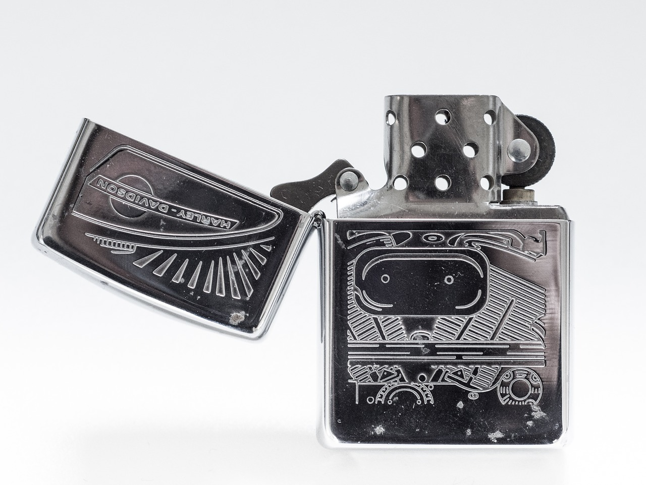 zippo,lighter,fire,flame,fuel,tobacco,harley davidson,metal,steel,vintage,cigar,cigarette,shiny,zippo lighter,free pictures, free photos, free images, royalty free, free illustrations, public domain