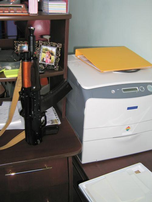 biuras, ginklai, automatinis, kalashnikov, Raštinės reikmenys, biuro & nbsp, įranga, modernus biuras