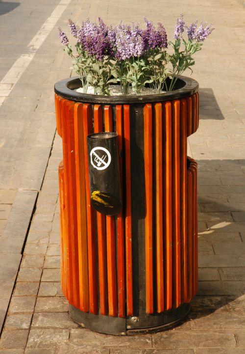 Trash / Ash Can