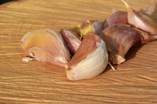 a clove of garlic garlic flavoring dishes