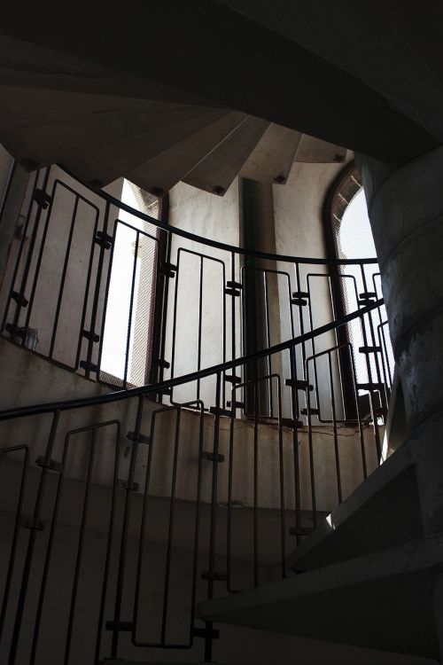 a spiral staircase the railing history