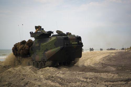 aav-p7 a1 amphibious vehicle us marines