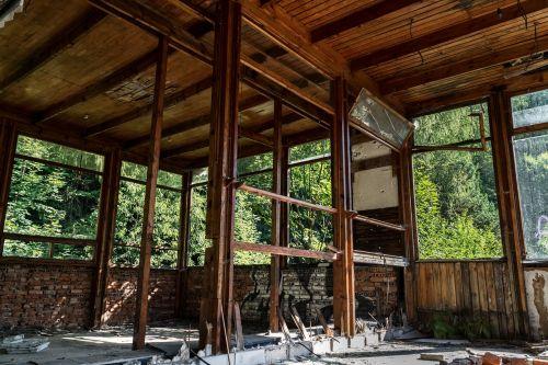 abandoned crash hotel
