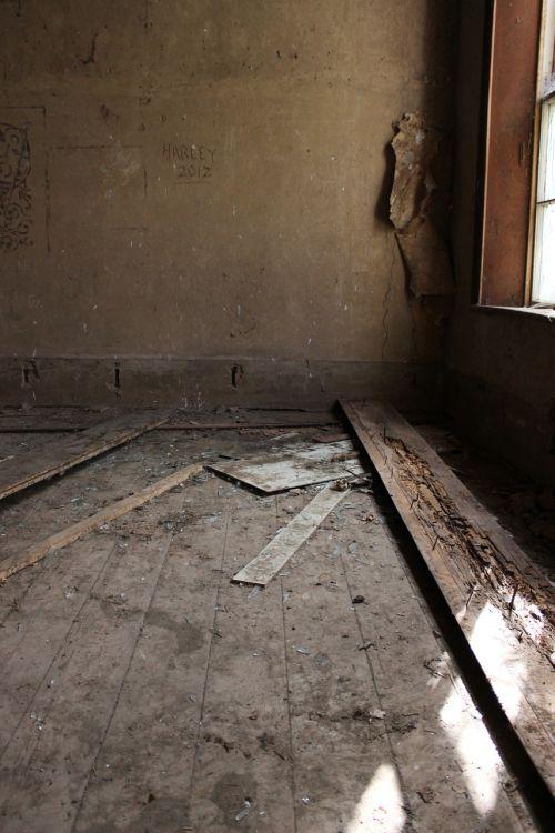 abandoned house abandoned house