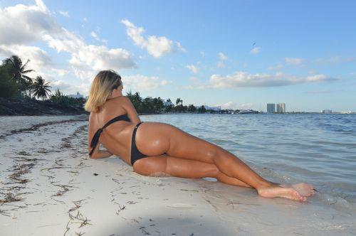 abdomen women beach