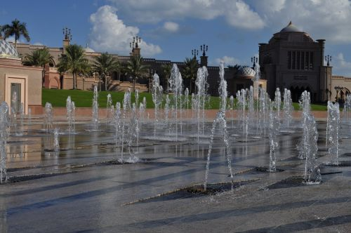 abu dhabi emirates palace hotel fountain