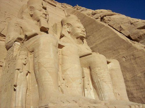 abu simbel temple egypt