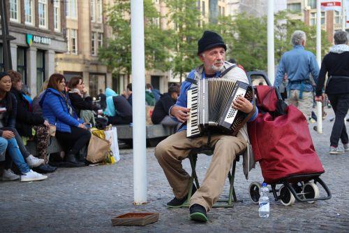 acordeon people money