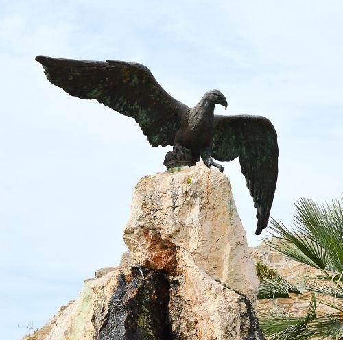 adler sculpture bird