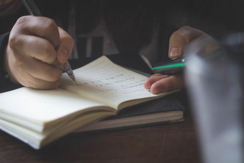 suaugęs,blur,verslas,Iš arti,kompozicija,dokumentas,švietimas,dėmesio,ranka,informacija,žinios,mokytis,biblioteka,pastaba,popierius,rašiklis,tyrimai,mokykla,studentas,darbas,rašyti,rašymas