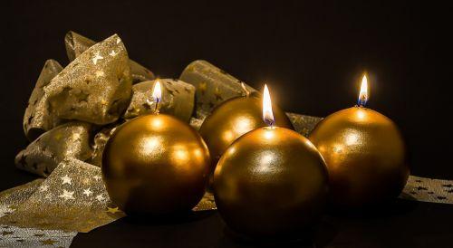 Adventas,3 atėjimas,Advent žvakės,Kalėdų papuošalai,žvakės,trečioji žvakė,šviesa,liepsna,kontempliatyvas,žvakių šviesa,Kalėdos,prieš Kalėdas,žvakių liepsna