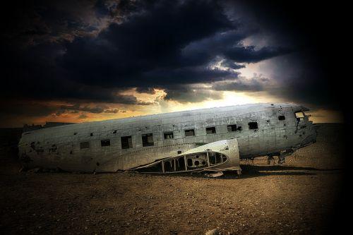 aero plane damage airplane