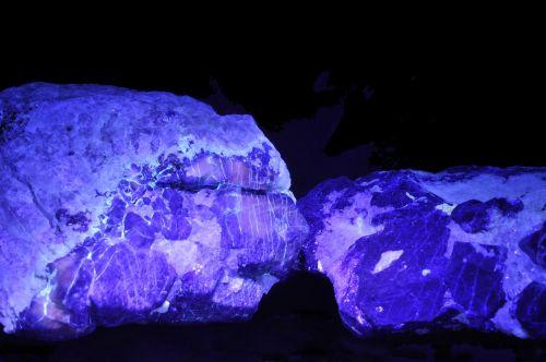 afghanite lazurite uv light