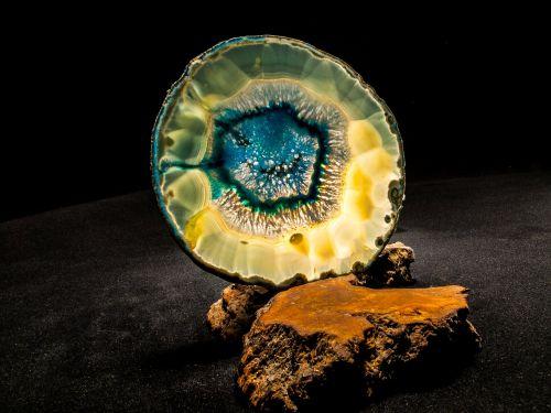 agate slice blue close