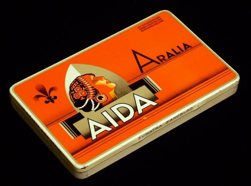 aida arralia cigars box
