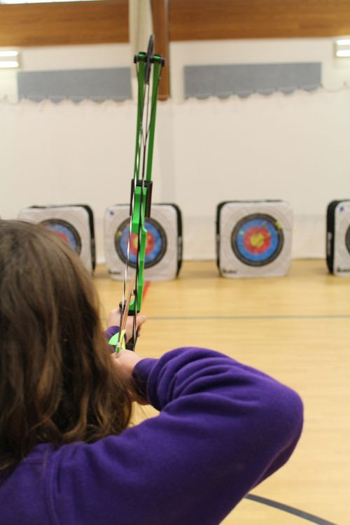 aiming target archer