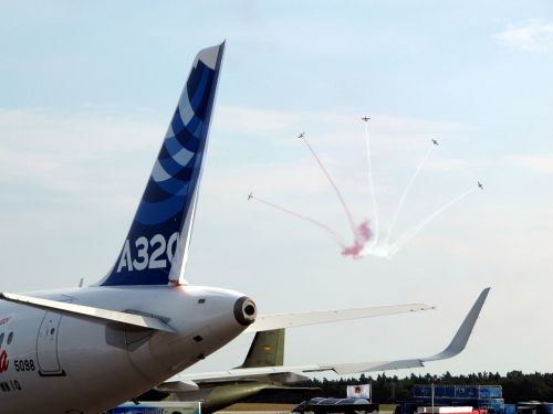 air show airbus acrobatics