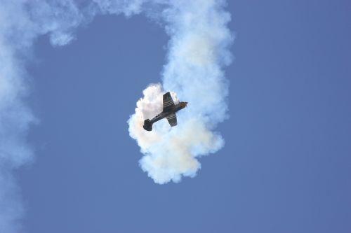 air show plane propeller
