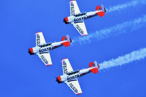 air show aircraft formation