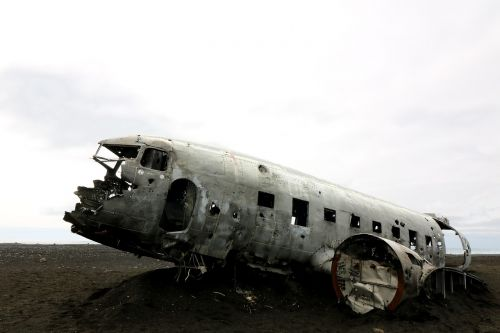 aircraft wreck crash landing