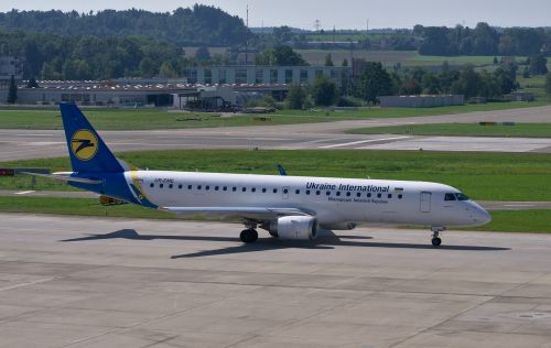 embraer 190 ukraine airlines aircraft