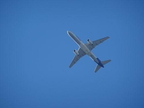 aircraft pasagierflugzeug sky