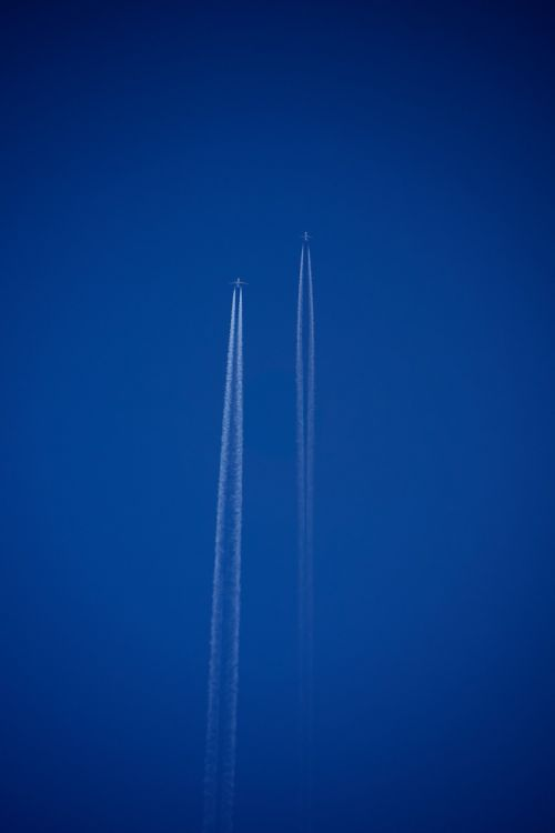 aircraft contrail fly