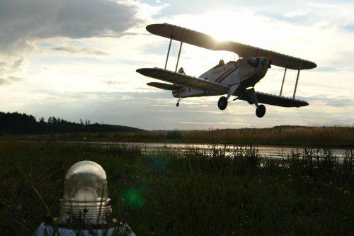 aircraft landing fly