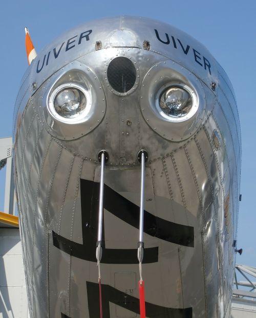 aircraft fly propeller plane