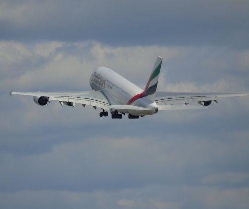 aircraft emirates a380