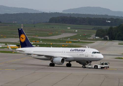 aircraft lufthansa airport